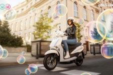 2021-Yamaha-LTS125-EU-Pearl_White-Keyvisual-001-01