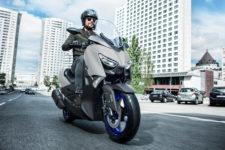 2021-Yamaha-XMAX300-EU-Icon_Grey-Action-001-03