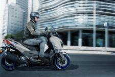 2021-Yamaha-XMAX300-EU-Icon_Grey-Action-004-03