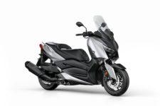 2018-Yamaha-XMAX400-EU-Blazing_Grey-Studio-001-03_Mobile