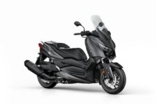 2018-Yamaha-XMAX400-EU-Sonic_Grey-Studio-001-03_Mobile