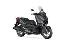 2021-Yamaha-XMAX125-EU-Sonic_Grey-Studio-001-03