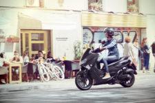 2020-Yamaha-G125YM-EU-Matt_Grey-Action-003-03