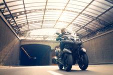 2021-Yamaha-MW300-EU-Nimbus_Grey-Action-003-03