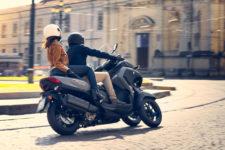 2021-Yamaha-MW300-EU-Nimbus_Grey-Action-009-03