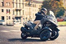 2021-Yamaha-MW300-EU-Nimbus_Grey-Action-010-03